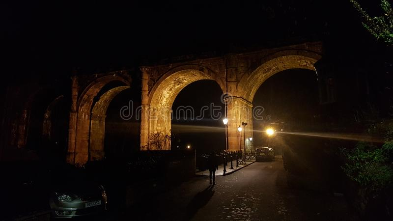 Viaduc de Knaresborough la nuit photographie stock libre de droits