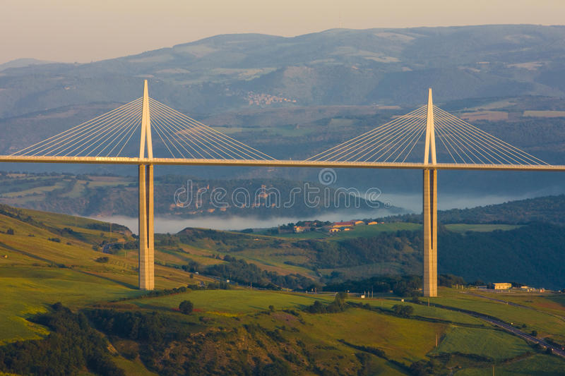 viaduc de millau photo ditorial image du paysage landmark 10054236. Black Bedroom Furniture Sets. Home Design Ideas