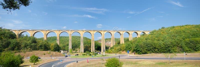 Viaduc ferroviaire dans le drodogne image libre de droits