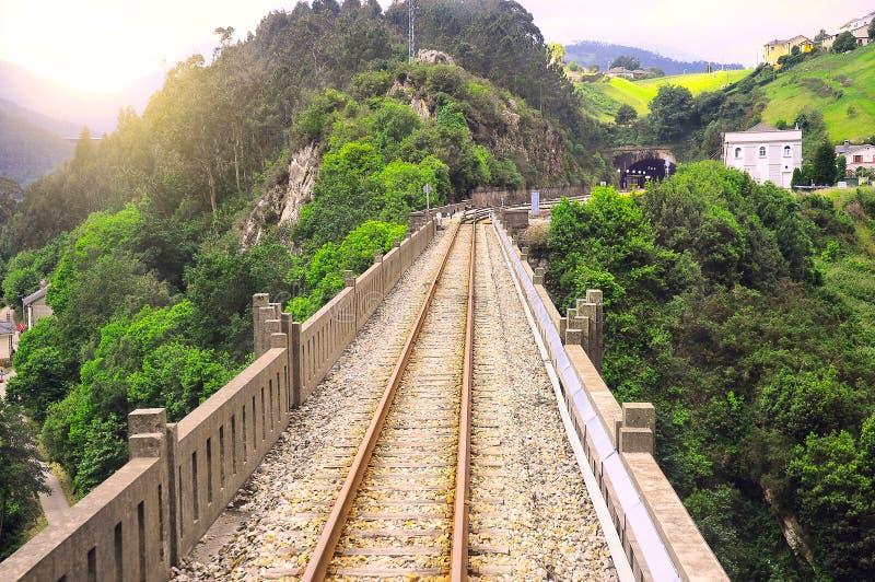 Viaduc ferroviaire près de Luarca images stock
