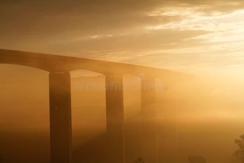 Viaduct bij zonsopgang royalty-vrije stock afbeelding