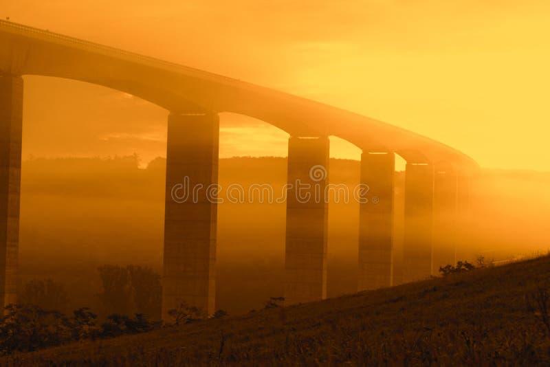 Viaduct bij zonsopgang stock afbeeldingen
