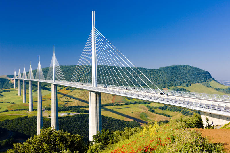 Viaduct de Millau imagens de stock