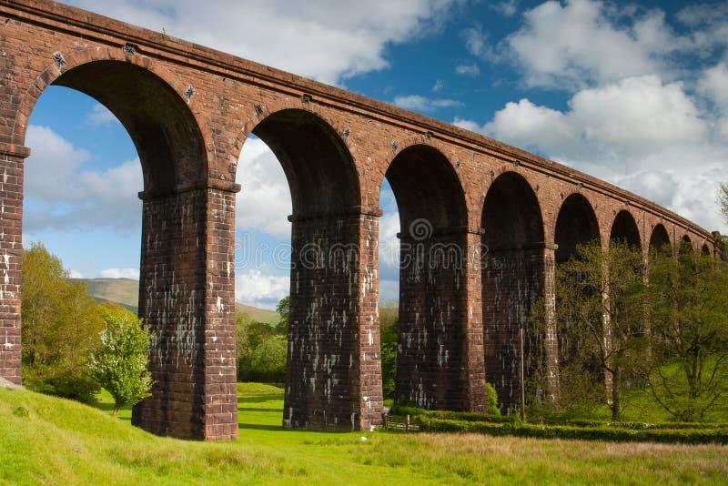 Viaducto de Lowgill en parque nacional de los valles de Yorkshire fotografía de archivo