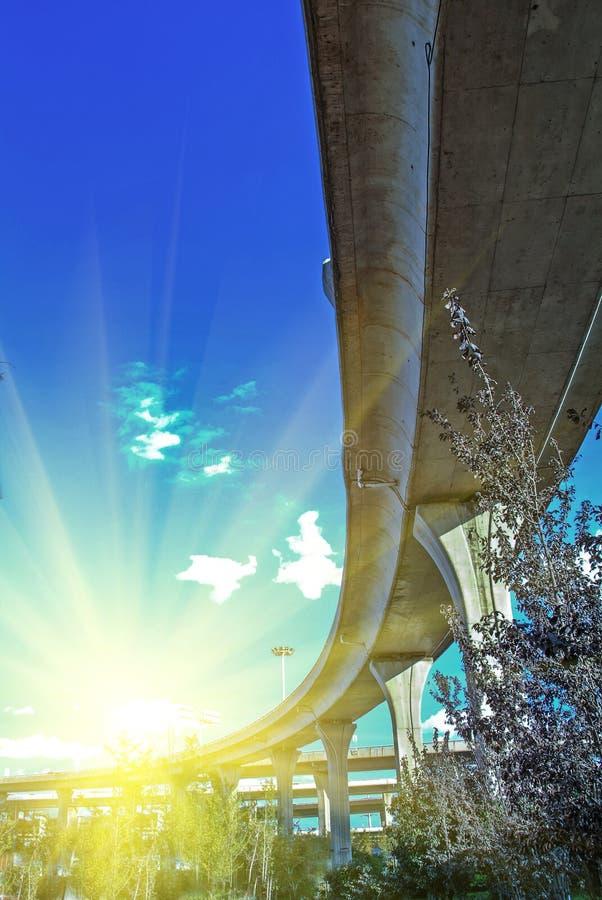 Viaducto del camino de ciudad foto de archivo libre de regalías