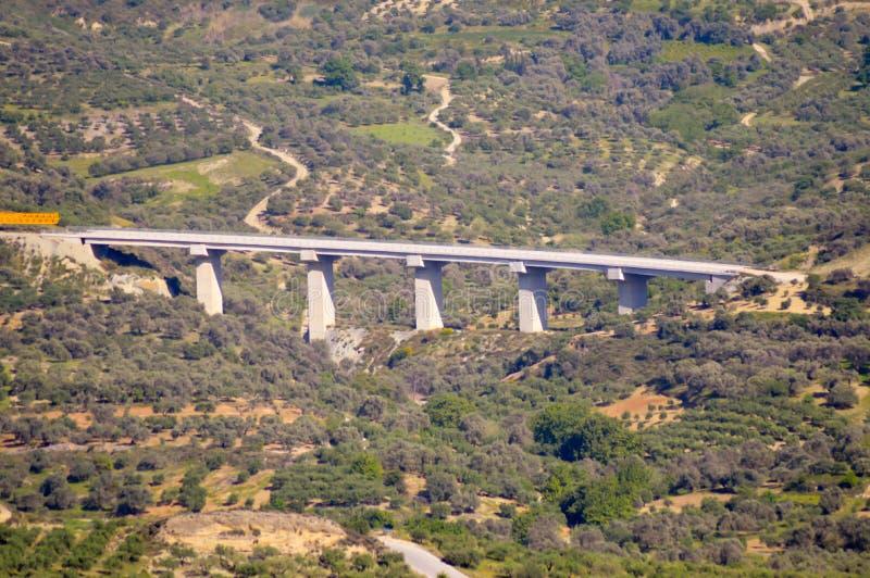 Viaducto en el nuevo camino fotos de archivo