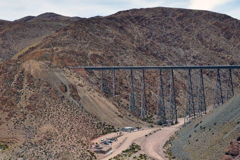 Viaduto de Polvorilla na província de Salta, Argentina imagem de stock