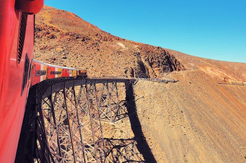 Viaduto de Polvorilla Trem às nuvens Região de Salta fotos de stock royalty free