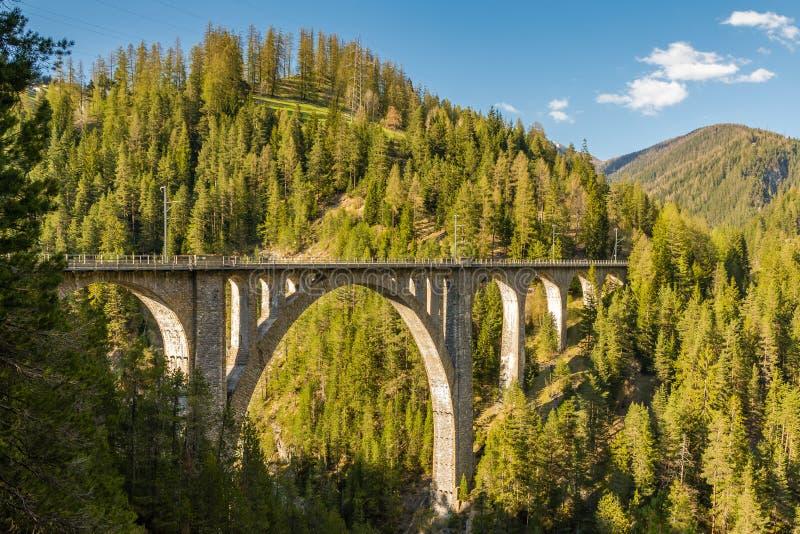 Viaduto de Wiesen em Suíça fotos de stock