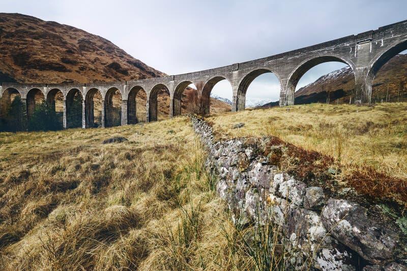 Viaduto famoso de Glenfinnan, montanhas, Escócia, Reino Unido fotos de stock