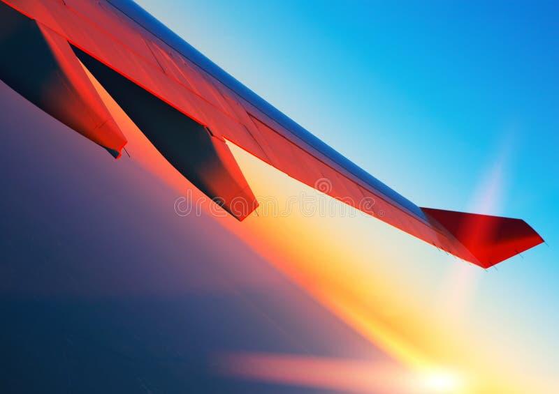 Viagem aérea no nascer do sol fotografia de stock royalty free