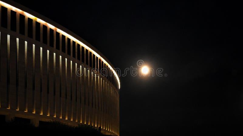 Viagem da estrutura do luar do colosseum de Krasnodar da noite imagens de stock