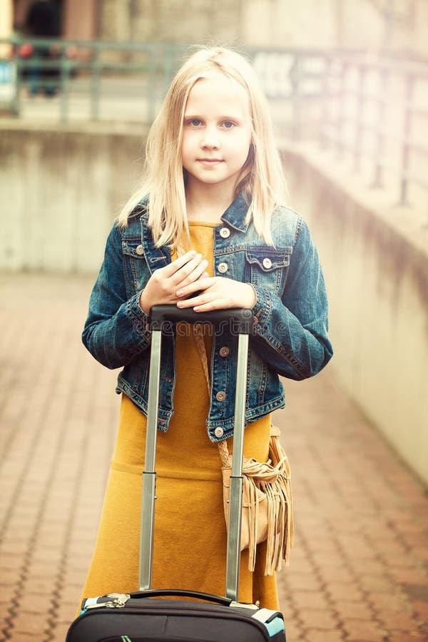 Viagem da moça foto de stock
