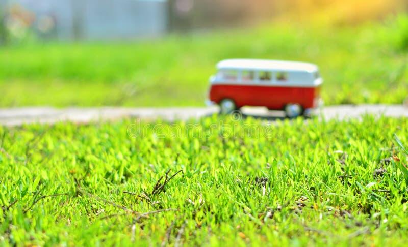 Viagem das férias de verão pelo conceito do ônibus imagens de stock