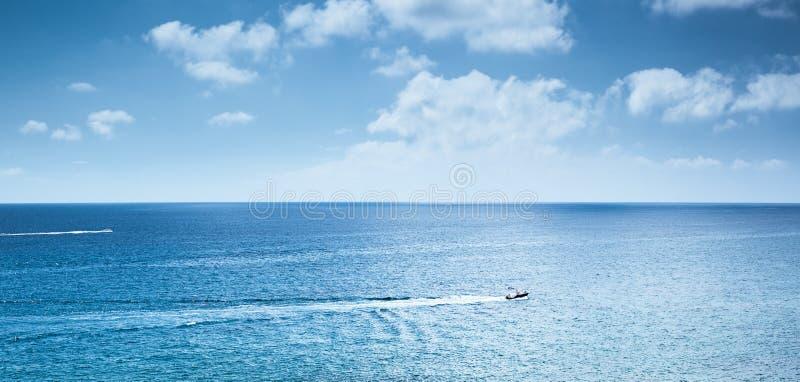 Viagem do barco a motor imagem de stock