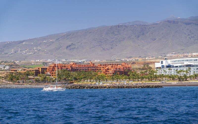 Viagem do iate ao longo de Tenerife imagem de stock