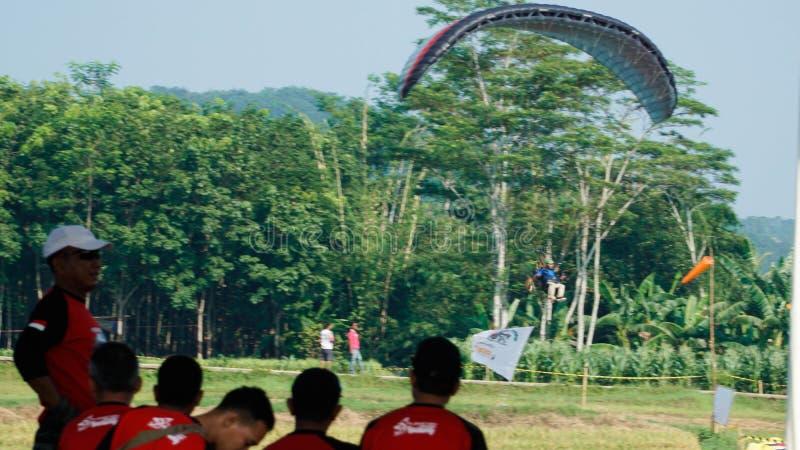 Viagem do parapente de Indon?sia 2019, s?rie 1st-2019, os 25-28 de abril de 2019 no monte de Sikuping, Batang, Java central, Indo imagem de stock
