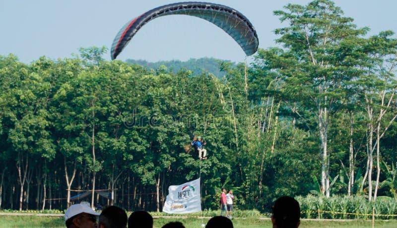 Viagem do parapente de Indon?sia 2019, s?rie 1st-2019, os 25-28 de abril de 2019 no monte de Sikuping, Batang, Java central, Indo fotos de stock