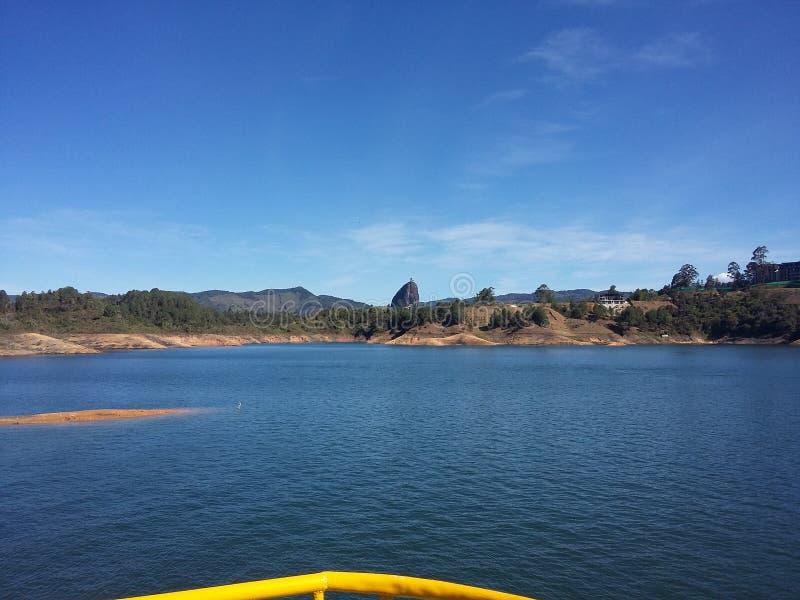 Viagem do reservatório do ` s de Guatape e a rocha grande fotografia de stock