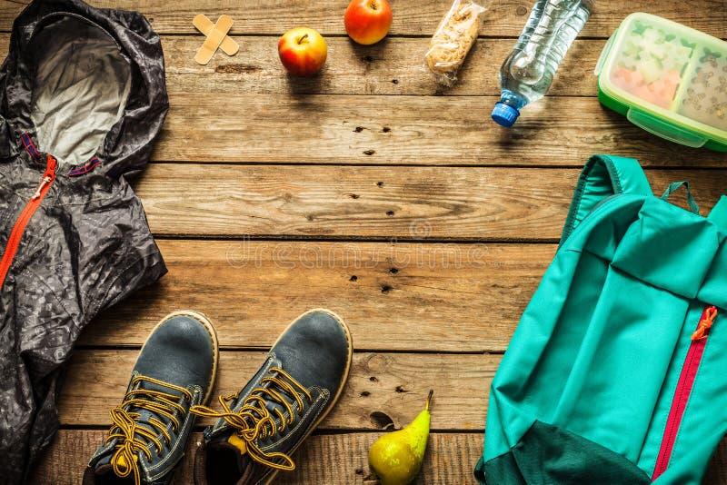 Viagem - embalagem que prepara-se para o conceito da viagem da aventura fotos de stock