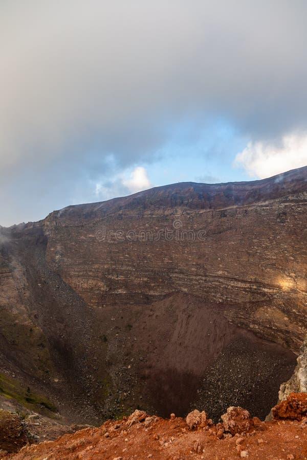 Viagem fascinante e perigosa em torno da borda do vulc?o o Monte Ves?vio foto de stock royalty free
