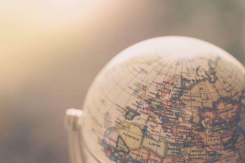 Viagem: Feche acima de um globo fotos de stock royalty free