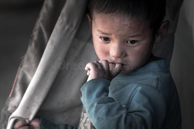 Viagem no menino tímido do šA do ¼ de Tibetï fotografia de stock royalty free