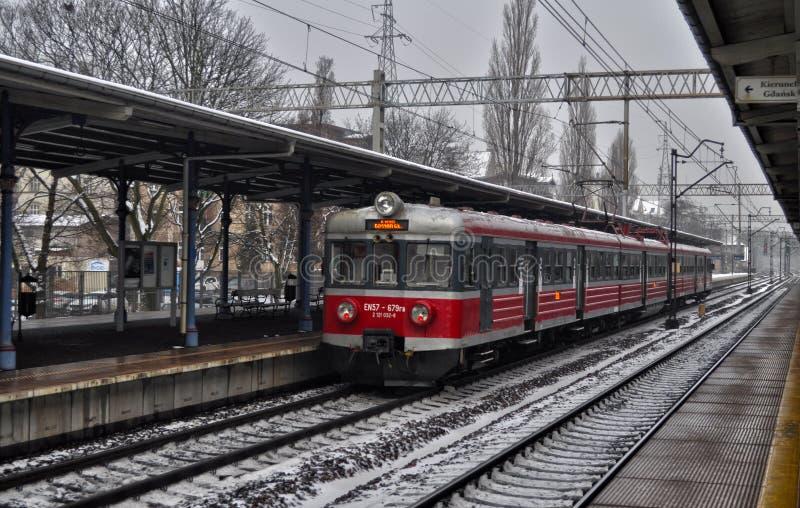 Viagem nova do trem de Gdansk a Sopot de aqui imagem de stock