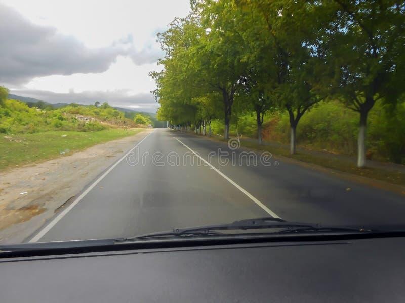 Viagem por estrada da ilha em estradas lisas fotografia de stock