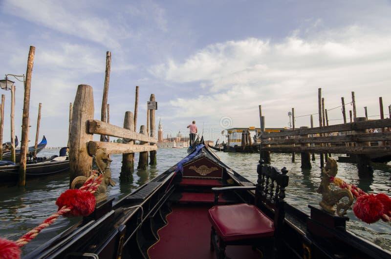 Viagem romântica na gôndola, Veneza, Itália foto de stock
