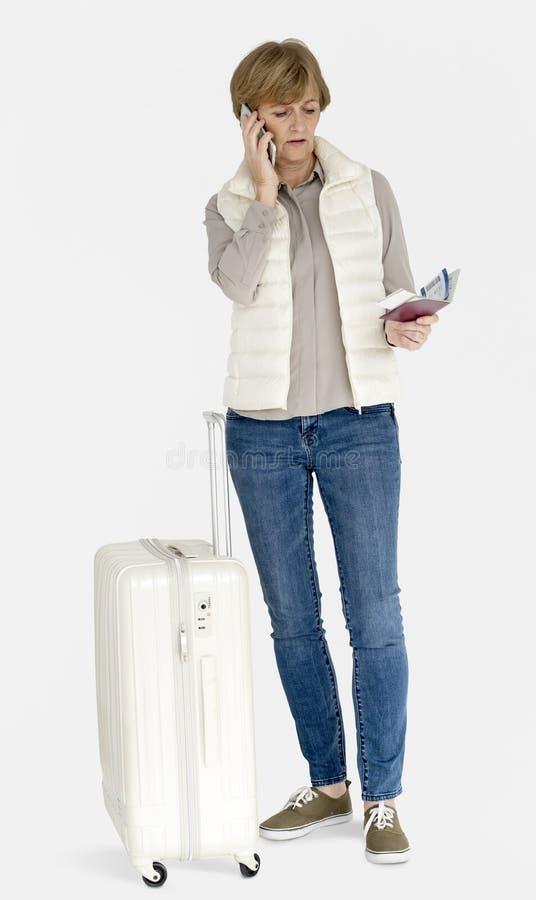 Viagem superior da bagagem do telefone celular da mulher adulta fotos de stock