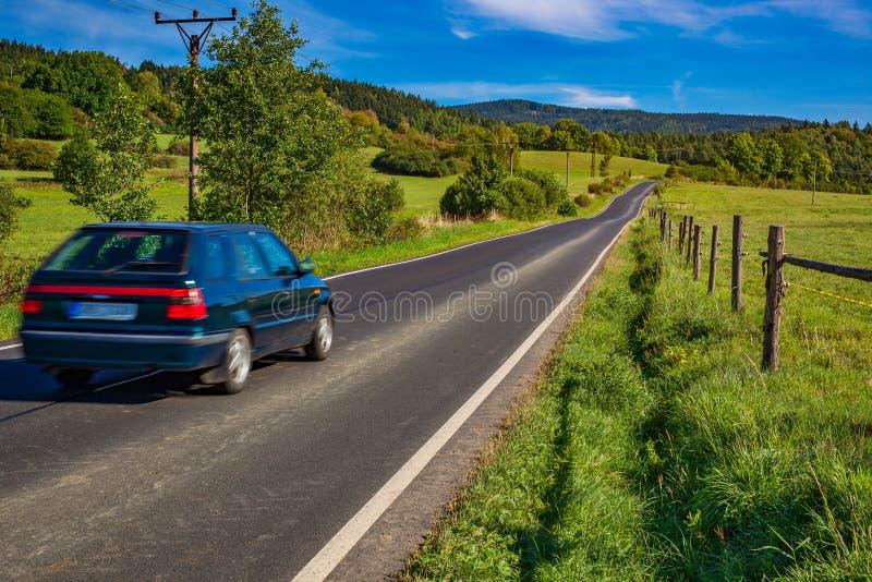 Viagem velha do carro foto de stock