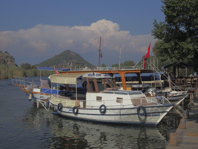 Viagens nas vias navegáveis bonitas, Dalyan Turquia do barco fotografia de stock royalty free