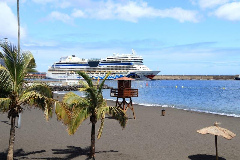 Viaggi esotici per destinazioni navali verso un paradiso immagini stock libere da diritti