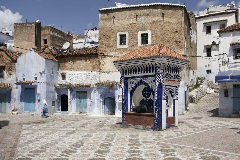 Viaggi fra le belle vie della città blu di Chefchaouen nel Marocco fotografia stock