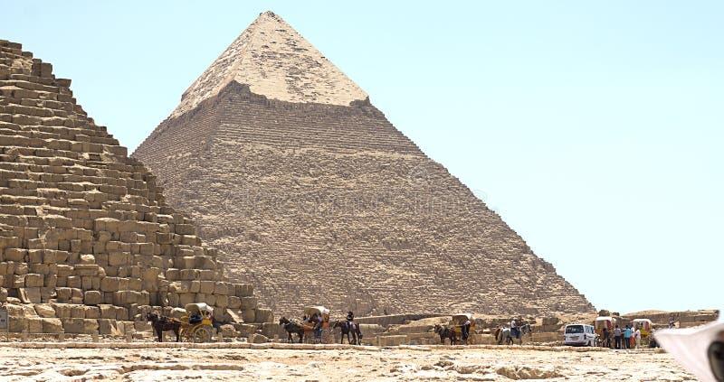 Viaggiando ad Il Cairo Giza Egitto per vedere le piramidi fotografie stock