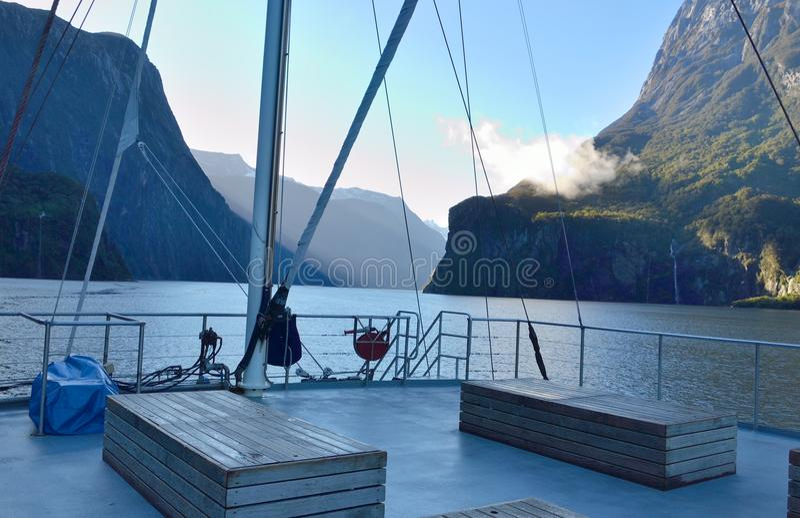 Viaggiando in barca immagini stock