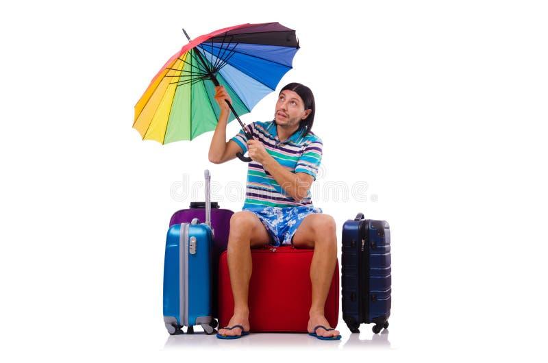 Viaggiatore con le casse e l'ombrello isolati su bianco immagine stock libera da diritti