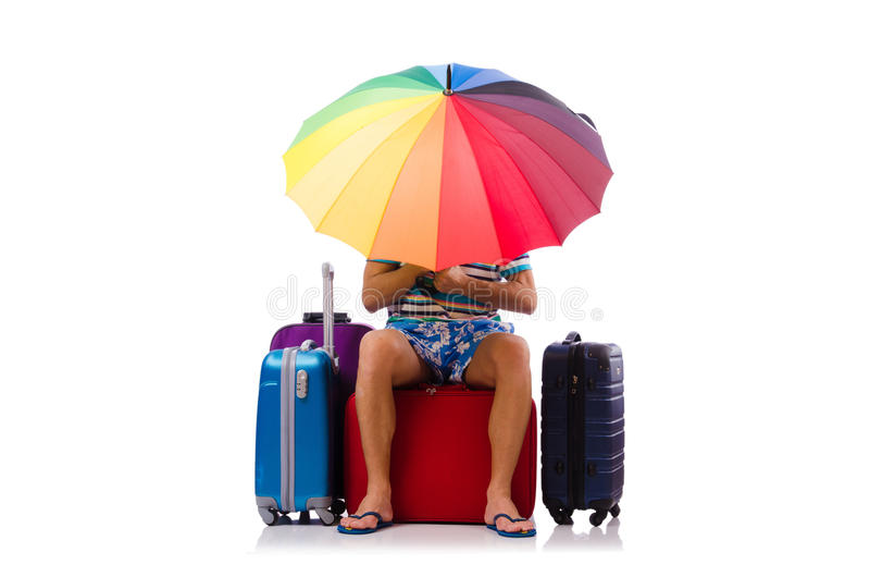 Viaggiatore con le casse e l'ombrello isolati su bianco fotografie stock