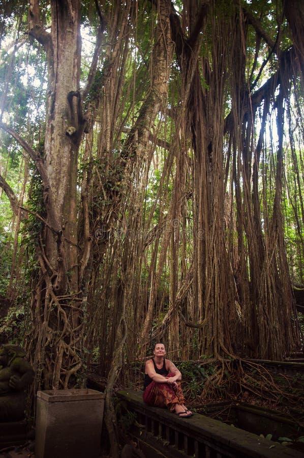 Viaggiatore della giovane donna in Bali, Indonesia immagini stock libere da diritti
