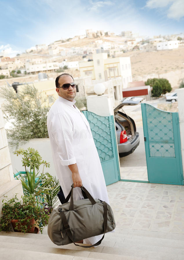Viaggio arabo saudito dell'uomo d'affari immagine stock libera da diritti