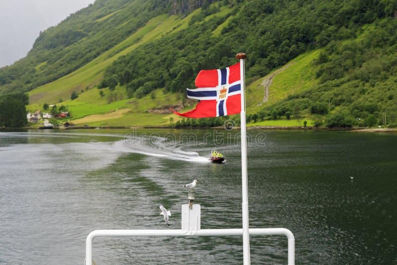 Viaggio della barca sul fiordo fotografie stock