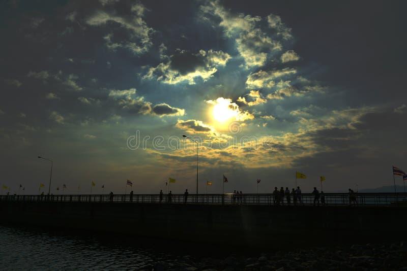 Viaggio della diga del ponte in Tailandia immagine stock