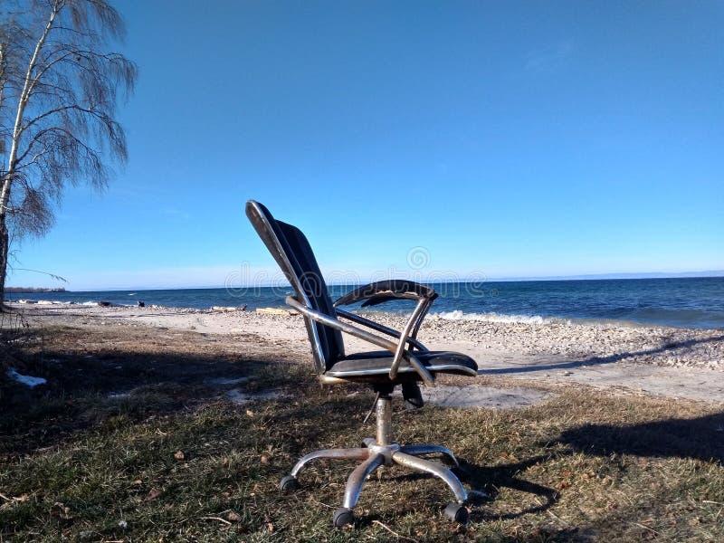 Viaggio della sedia dell'ufficio in Siberia immagini stock