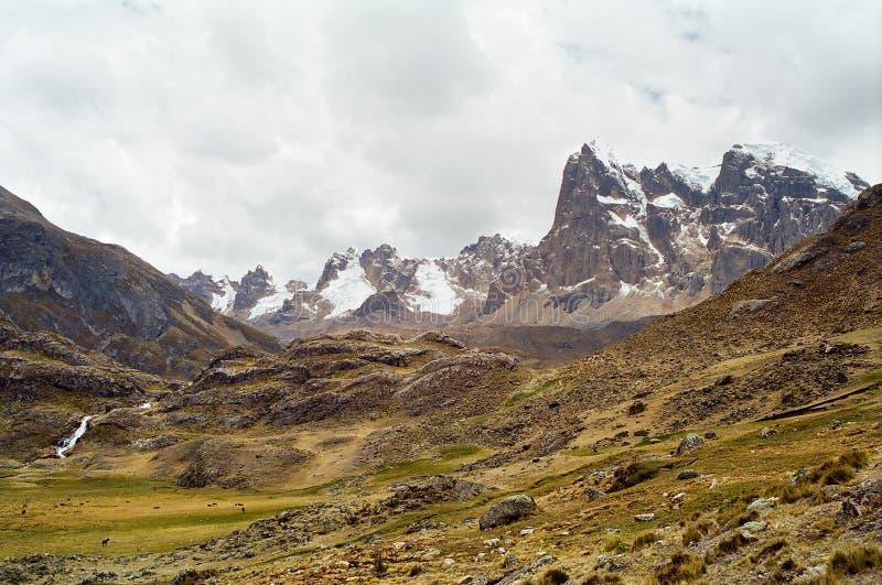 Viaggio di Huayhuash, Perù fotografie stock libere da diritti