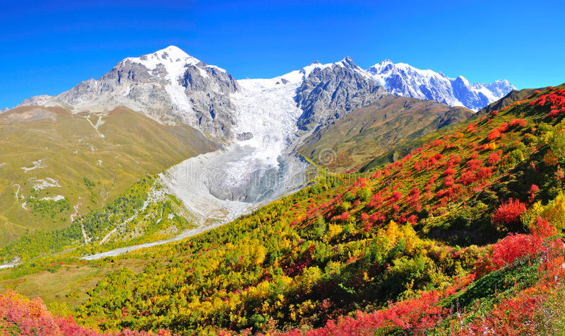 Viaggio di Mestia-Ushguli, Svaneti Georgia fotografie stock