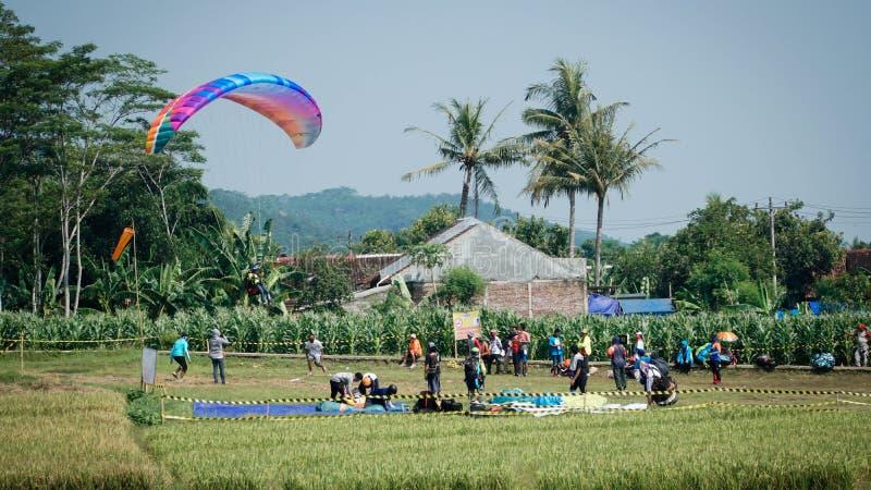 Viaggio di parapendio dell'Indonesia 2019, serie 1st-2019, 25-28 aprile 2019 alla collina di Sikuping, Batang, Java centrale, Ind fotografia stock