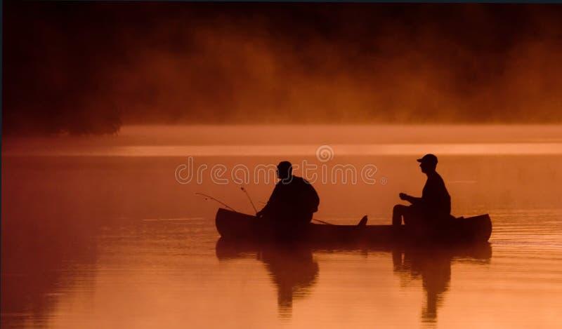 Viaggio di pesca di mattina fotografie stock