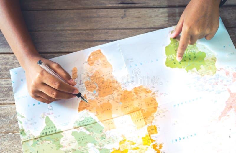Viaggio di progettazione di viaggio con la mappa fotografia stock libera da diritti