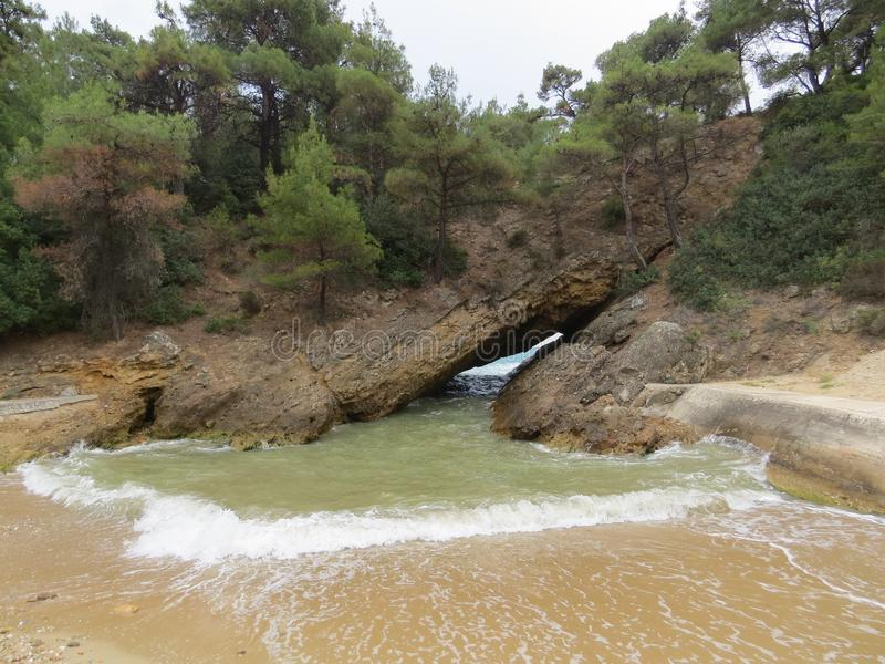 Viaggio e partito di divertimento di estate Spiaggia di Tripiti, spiagge di Thassos Migliori spiagge nel mondo Isola di Thasoss L immagine stock libera da diritti